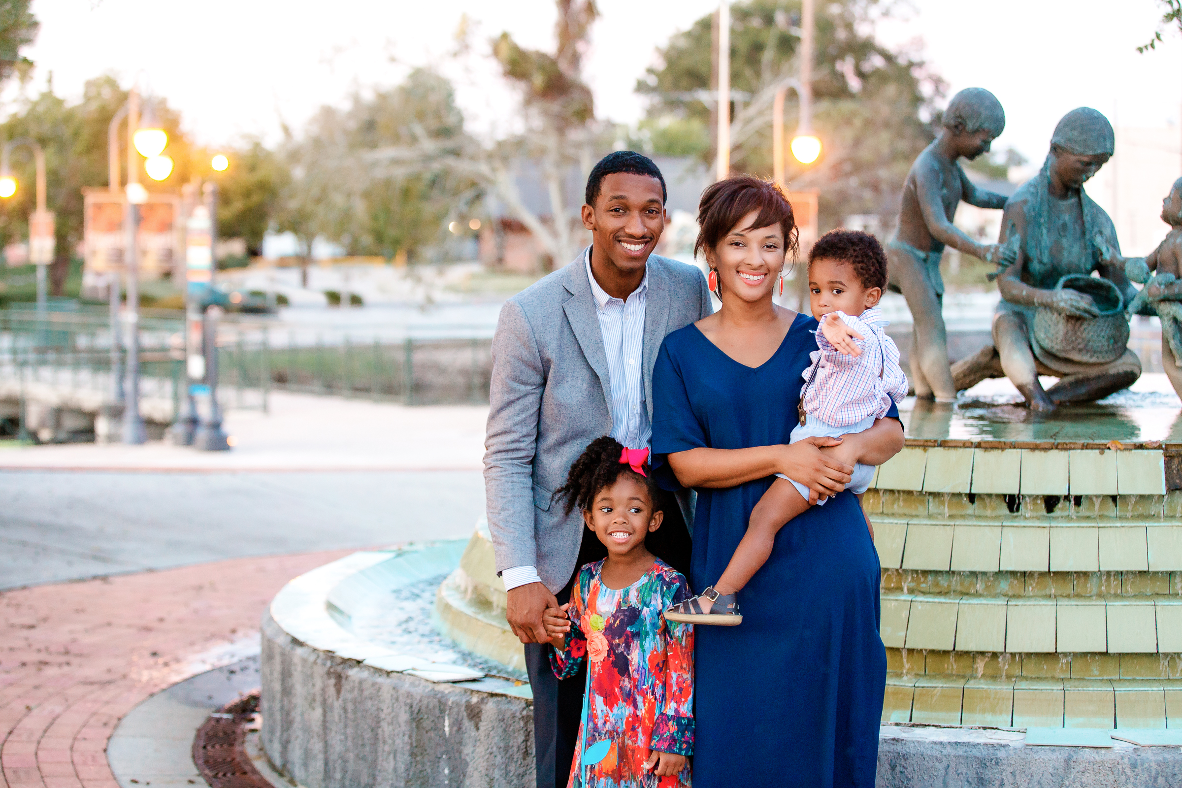 family pictures, family photo session, downtown Houma, pictures in downtown Houma,